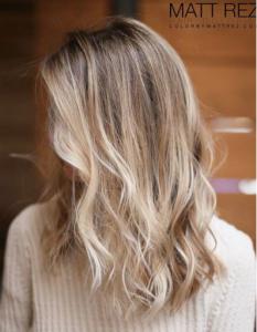 Geen streperige blonde plukken meer, maar subtiele kleurverschillen in het haar, dat is de trend van nu. De 4D Highlights passen helemaal in dit plaatje. Deze vorm van highlighting is gebaseerd op vier verschillende dimensies: basis, hoogte, toon en verloop.